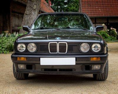 BMW 325 i E30 Touring 2