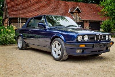 BMW 325 i E30 Cabrio 2