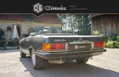 Mercedes-Benz SL 380 R107 2